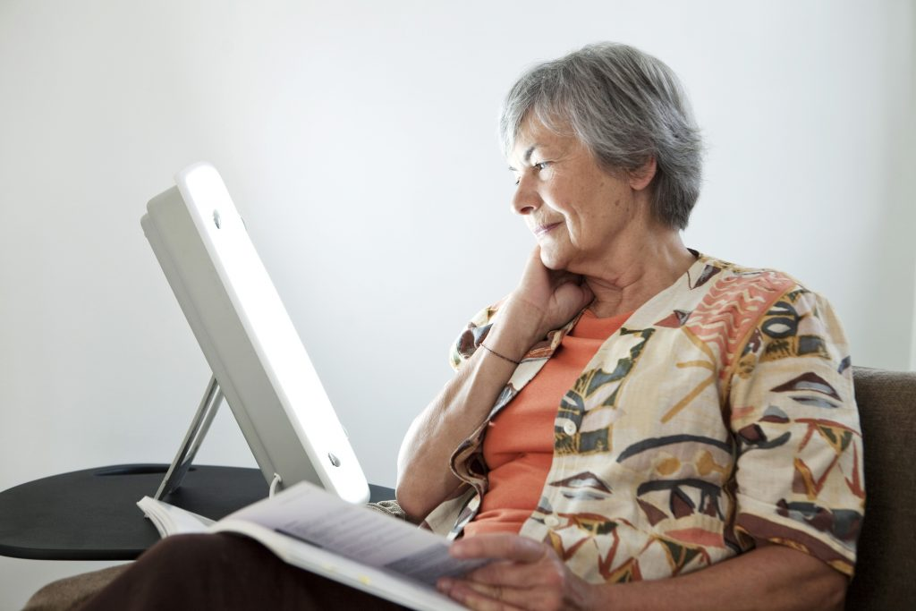 There are many benefits provided to seniors by bright light therapy.